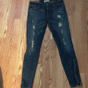 Skinny jeans with rips and ankle zipper